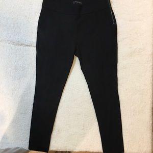 Ann Taylor Crop Pants in Black. Size 8p! EUC!